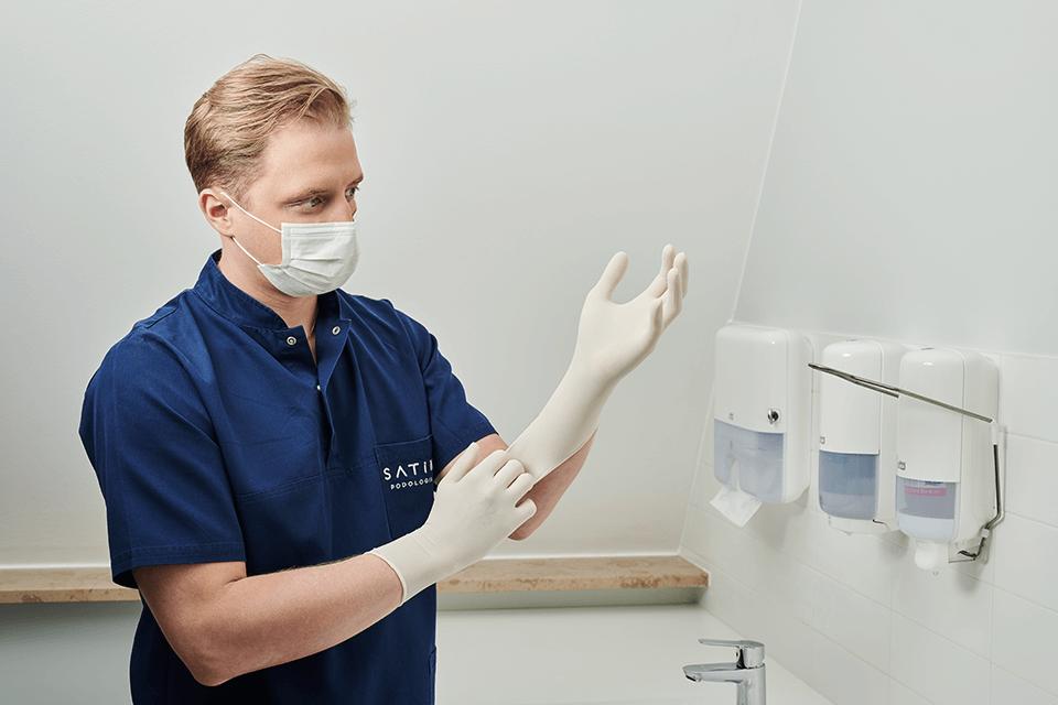 Klinika Satin – o problemie pocących się stóp