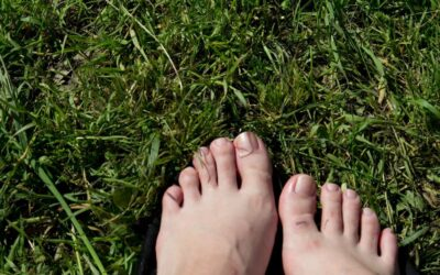 Jak powinna wyglądać domowa pielęgnacja stóp?