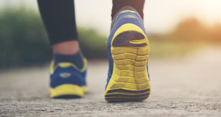Trening biegacza :: Podologiczne konsekwencje złego doboru obuwia dla biegaczy
