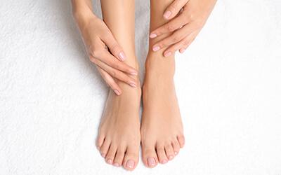 Jak zlikwidować odciski? Sposoby na skuteczną walkę z odciskami na stopach.